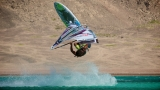 Gollito catched air time during a slick kono ©Michael Sumereder